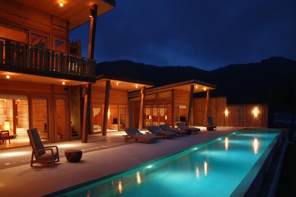http://mekongdeltaexplorer.vn/wp-content/uploads/4Bedroom_Villa_night-300x200.jpg