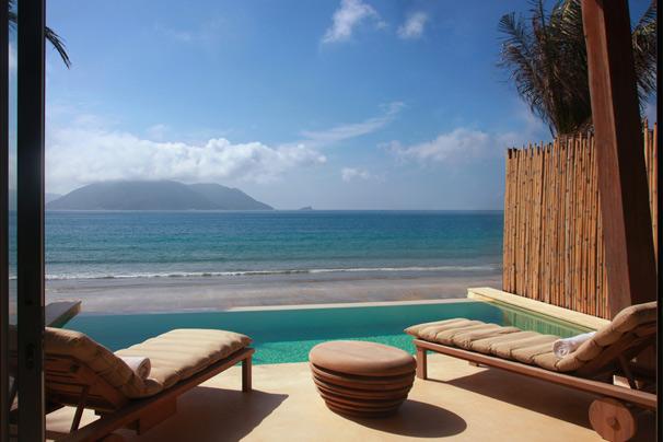 http://mekongdeltaexplorer.vn/wp-content/uploads/Ocean_Front_Villa_pool-300x200.jpg