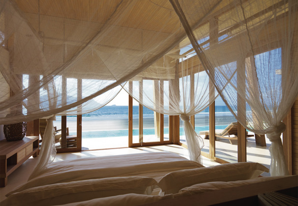 http://mekongdeltaexplorer.vn/wp-content/uploads/bedroom_interior_with_beach_view_L-300x207.jpg