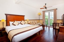 http://mekongdeltaexplorer.vn/wp-content/uploads/victoria-superior-room-king-bed_block.jpg